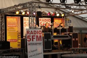 mobiele radiostudio met truss en verlichting